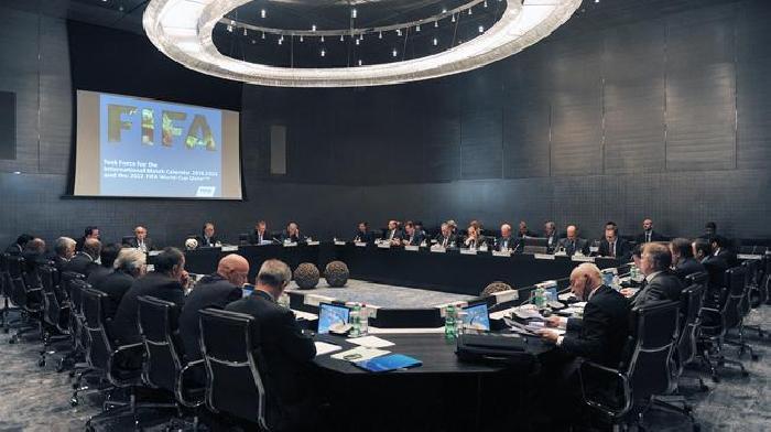 De FIFA bespreekt de mogelijkheid van een WK 2022 in de winter