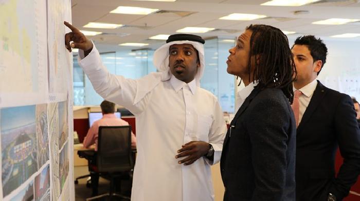 Edgar Davids bezocht Qatar waar de jeugd droomt over het WK voetbal
