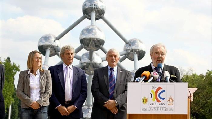 Rutte, Gullit, Cruijff en Hiddink presenteren het bod op de organisatie van het WK 2022 in Nederland en Belgie
