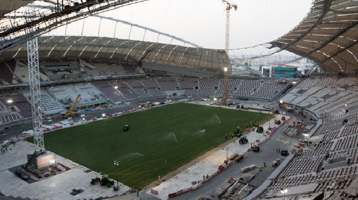 Voetbalveld in recordtijd gelegd in WK 2022 stadion in Qatar